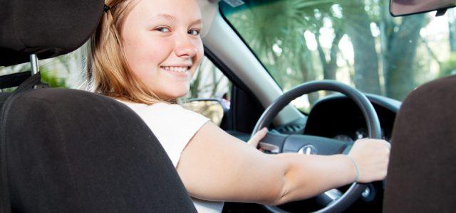 Comment trouver une bonne et fiable voiture pour votre nouveau conducteur adolescent