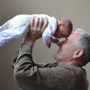 4 façons d'aider vos grands-parents à économiser de l'argent sur l'hygiène personnelle
