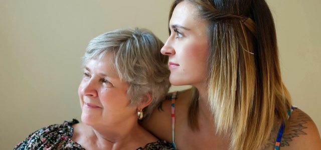 Aider grand-mère : Comment les familles peuvent aider à soutenir les membres de la famille vieillissants