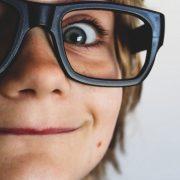 Comment les mamans peuvent aider à améliorer la vue de leurs enfants