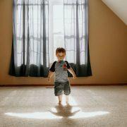 Élever un enfant asthmatique ? 5 façons de maintenir la qualité de l'air à la maison