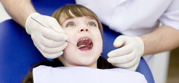 La première fois chez le dentiste : 4 façons de les préparer