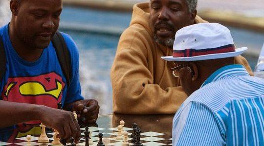 Les travailleurs du secteur manufacturier, les hommes noirs parmi les perdants dans le rapport de février sur l'emploi