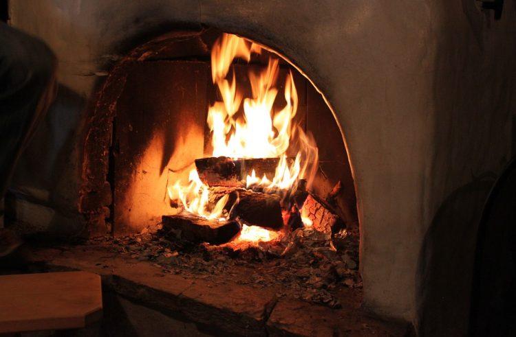 Installation de cheminée : quels avantages en hiver ?