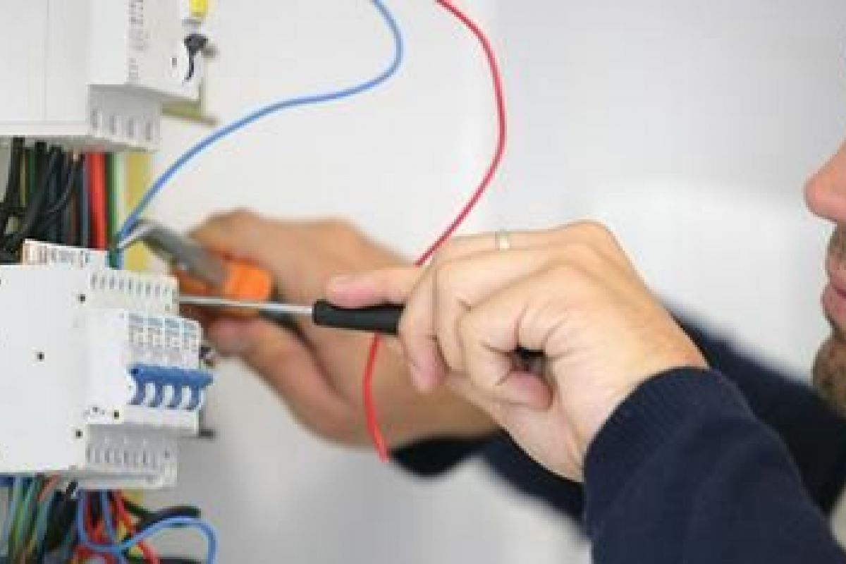 Contrôlez vos installations électriques