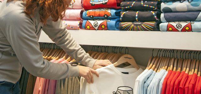 Le Splendide Attrait des T-shirts Graphiques